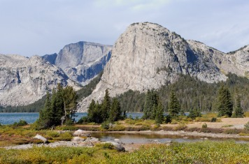 Zoomed in view of the Pilot Knob that frames the Northwest end of Grave Lake (credit: John Strother)
