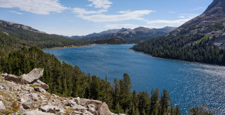 wind-river-cirque-towers-backpacking-2-view-grave-lake-from-above